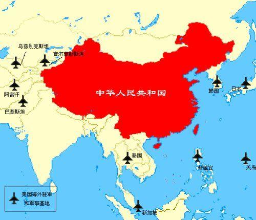 Esta imagen lleva circulando por las páginas webs chinas desde hace tiempo. En ella se muestran las bases militares de Estados Unidos en la región Asia-Pacífico, con China en el centro.
