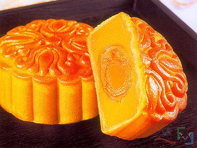 Los famosos pasteles de la luna (月饼) que se comen y regalan durante estos días