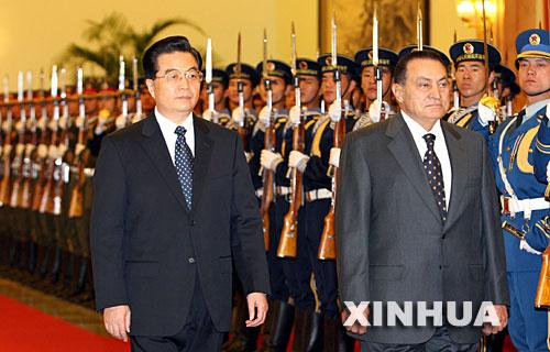 Hu Jintao y Hosni Mubarak, a finales de 2006 en Pekín.