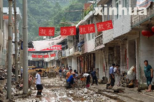 El 10 de agosto de 2007, Xinhua informaba que debido a las inundaciones habían fallecido 19 personas y desaparecido otras 37 en la prefectura de Ankang. Más del 60% de ciudades y pueblos sufrieron daños.
