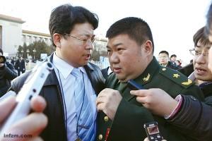 """<p>La reciente <a href=""""http://www.zaichina.net/tag/lianghui2011/"""">lianghui de 2011</a>, el evento político anual más importante y mediático de China, ha vuelto a situar en primer plano a muchos de los hijos, sobrinos y nietos de algunos históricos militares y dirigentes del Partido Comunista de China. Algunos de ellos son miembros de la Asamblea Popular Nacional o de la Conferencia Consultativa, y entre el 3 y el 13 de marzo, en las reuniones celebradas en el Gran Salón del Pueblo de Pekín, muchos de ellos han recibido la atención de los medios y han lanzado algunas propuestas que casi siempre tienen que ver con sus históricos familiares.</p>"""