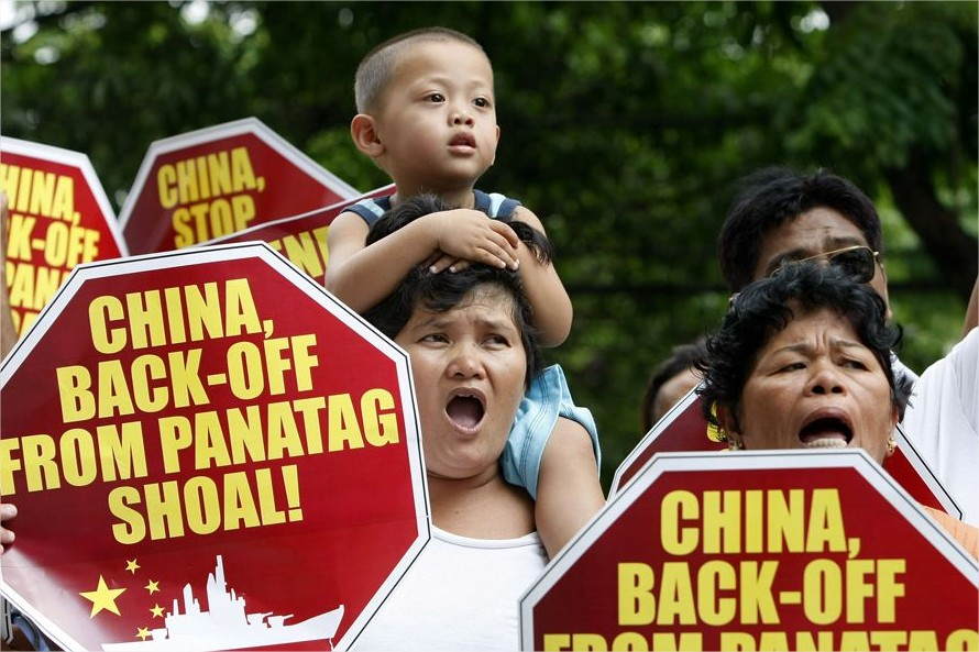 Filipinos se manifestan en Manila contra China