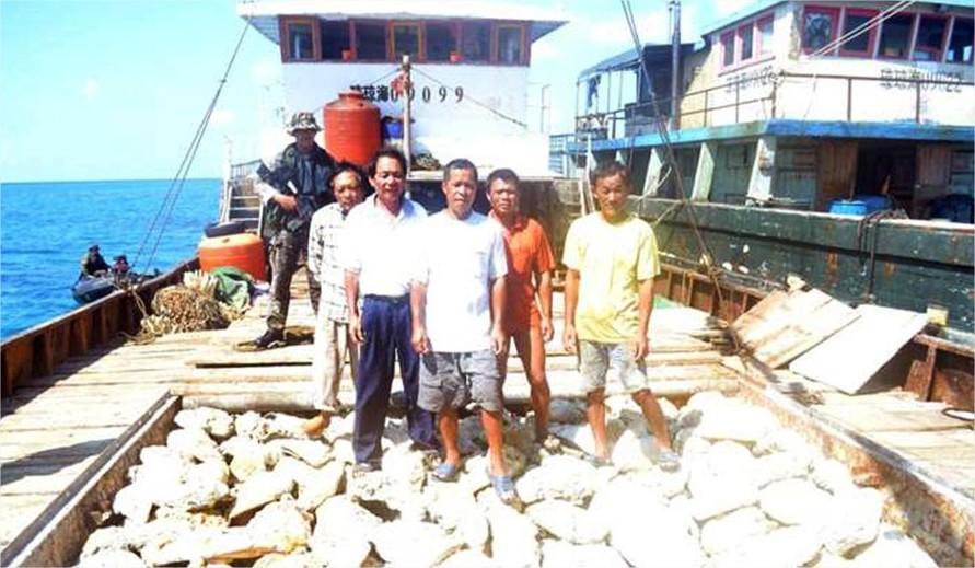 Algunos de los pescadores chinos detenidos por las autoridades filipinas a medios de abril, cuando comenzó el conflicto entre Pekín y Manila.