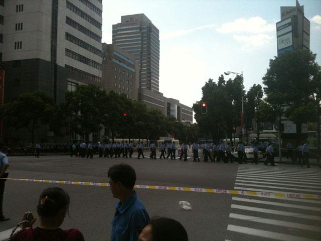 Manifestación frente al consulado de Japón en Shanghai. Domingo 16 de septiembre.