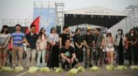 Se suponía que era la última moda en China, pasear verduras por la calle. ¿La verdad? Era tan sólo una performance artística.